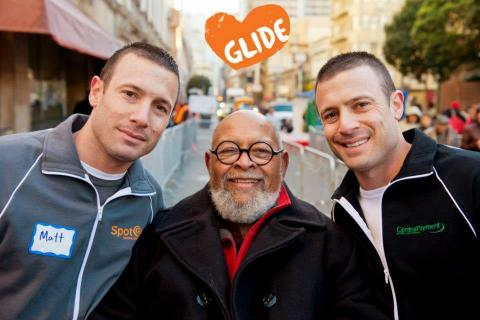 Matt (left) and Zach Hyman (right), co-managing partners with Rev. Cecil Williams of GLIDE. The Hymans, on behalf of their companies, Central Payment and SpotOn, are the funding sponsor of the annual holiday grocery bag giveaway program for the San Francisco-based organization. (Photo: Business Wire)
