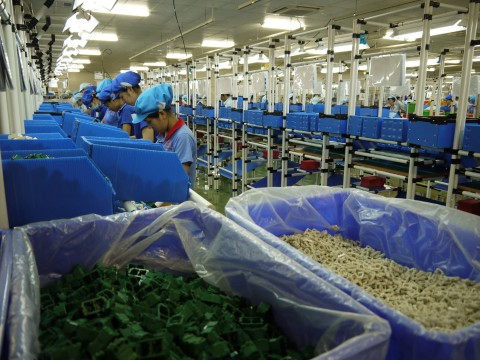 ベトナム配線器具・ブレーカ工場 生産ライン (写真:ビジネスワイヤ)