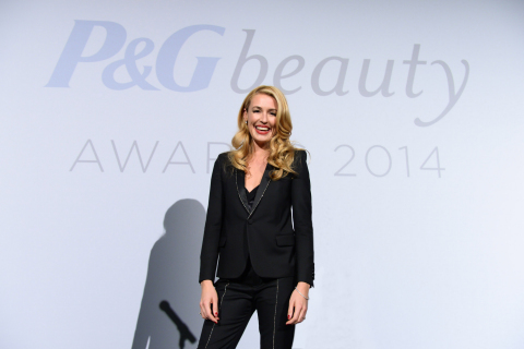 Gracing the stage at the sixth-annual P&G Beauty Awards, host Cat Deeley helped honour outstanding editorial excellence in the Canadian beauty, grooming, and fashion industry November 17 in Toronto. (Photo: Business Wire)