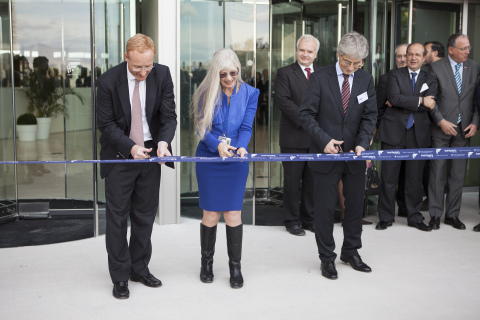 Inauguration of OHIM new building: L: Anne REJNHOLD JØRGENSEN, Chair of OHIM's Staff committee. R: Mihaly FICSOR, Chair of OHIM's Administrative Board (Photo: Business Wire)