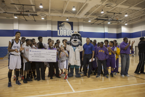 """Rodolfo Guerra, Executive Director, UnitedHealthcare, is joined by representatives from the 4-H Youth Development Program at Prairie View A&M University and hundreds of youth at the annual Ralph Cooper """"Stars of the Future Basketball Tournament"""" in Houston to announce they are expanding a successful partnership called """"Eat4-Health."""" Eat4-Health helps tackle obesity by promoting healthy eating and an active lifestyle among youth and families. The $40,000 grant presented at the event will be used to support community events and programs in which youth and families can learn about easy ways to promote healthy lifestyles. (Photo: Stephen Gutierrez)"""