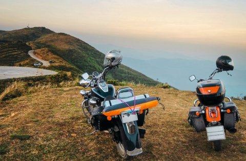 """Wie weit trägt Europas Motorradfahrer ihr Bike? Dies und mehr wollte MotorradreifenDirekt.de in der Aktion """"Bikersommer 2014"""" wissen. (Foto: Business Wire)"""
