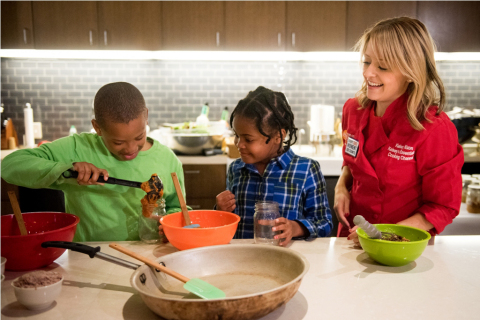 "Celebrity chef Kelsey Nixon demonstrates easy holiday recipes during the kick-off event for Homewood Suites by Hilton's ""Make a Moment"" campaign at the USO Warrior and Family Center at Naval Support Activity Bethesda (Photo: Business Wire)"