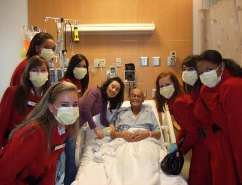 Leukemia patient Jin Ge receives a visit from the 2008 Tournament of Roses Court at City of Hope. (Photo: Business Wire)