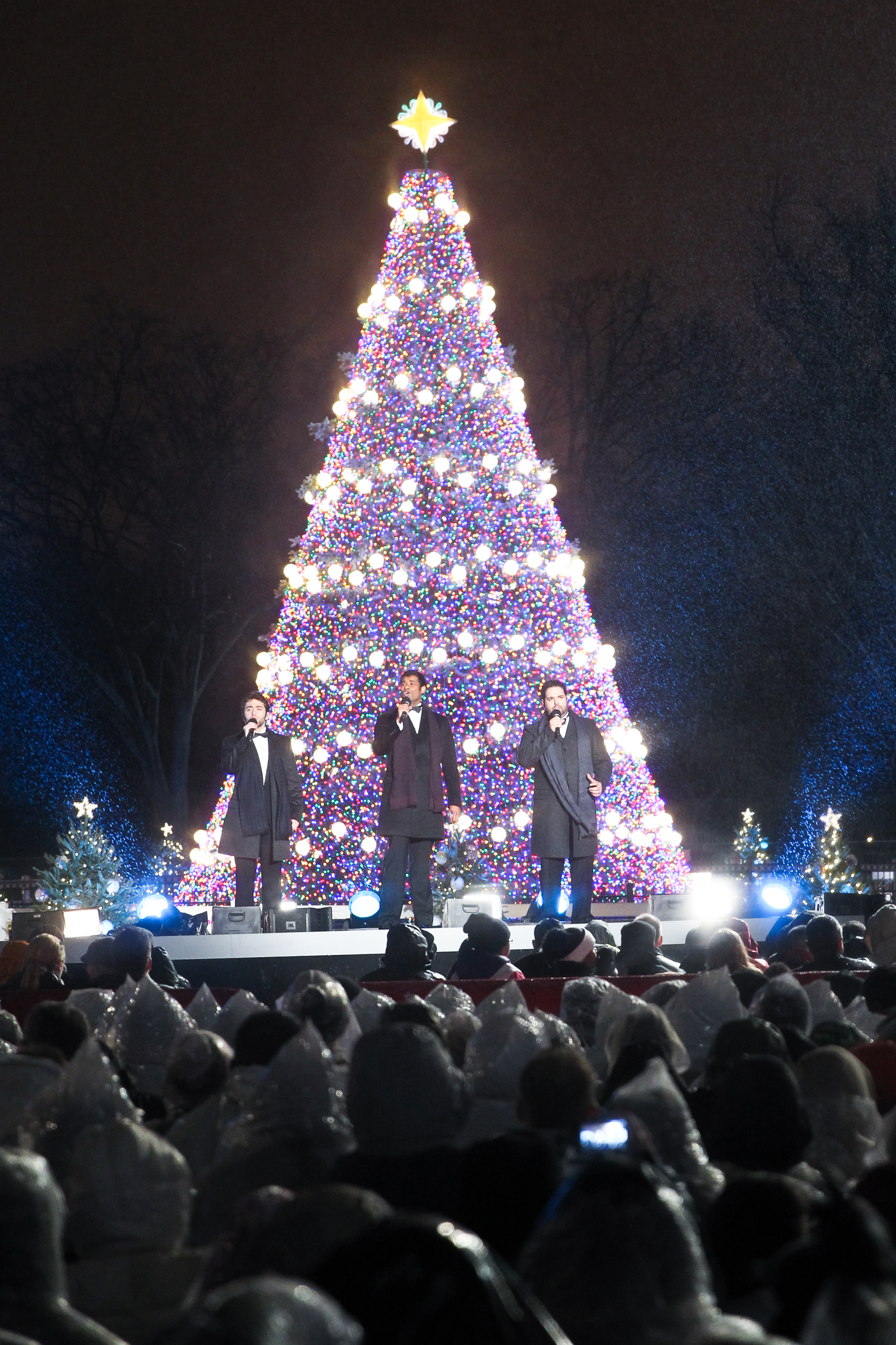 ge led holiday lighting shines bright on the national christmas tree in washington dc business wire