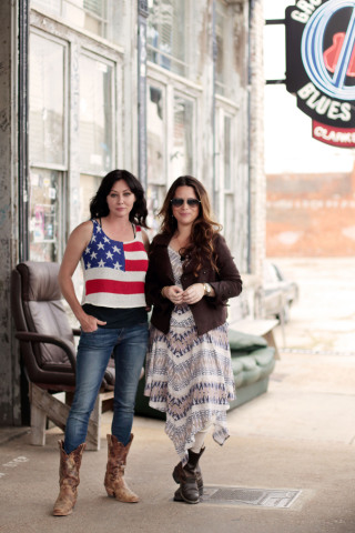 Shannen Doherty and Holly Marie Combs star in new Great American Country series Off the Map With Shannen & Holly, premiering Jan. 2, 2015. (Photo: Business Wire)