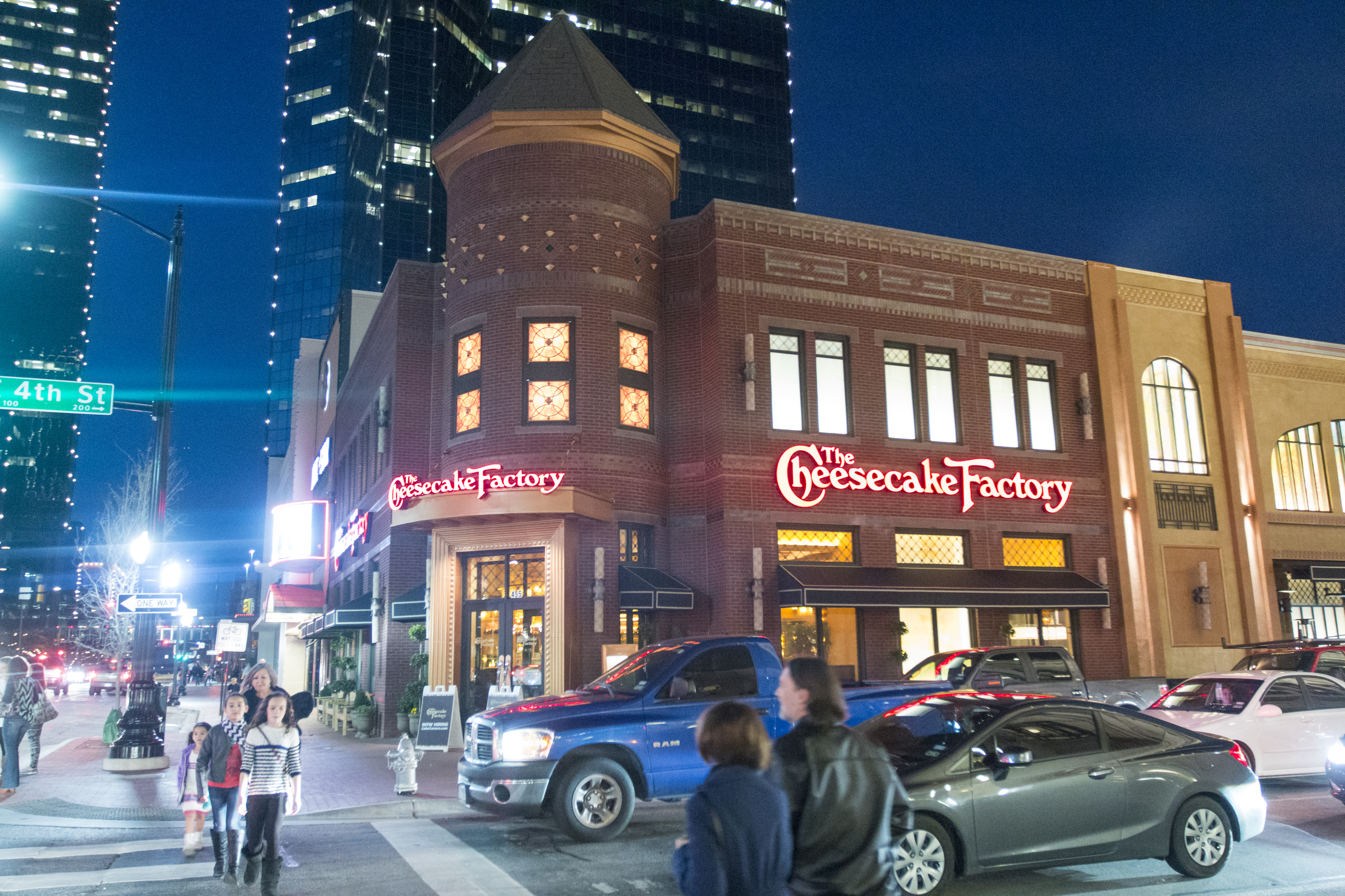 Sundance Square Opens The Cheesecake Factory Today With 8 700 Foot Restaurant Business Wire