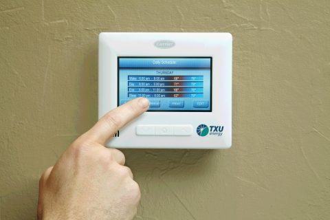 In addition to existing touchscreen and online controls, a new partnership with Energy Hub will add location-based settings to the TXU iThermostat. TXU Energy introduced the first two-way, Internet-enabled thermostat to the Texas competitive retail electricity market in 2009. (Photo: Business Wire)