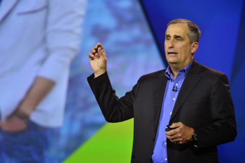 Intel CEO Brian Krzanich unveils the Intel Curie module at CES 2015. (Photo: Business Wire)