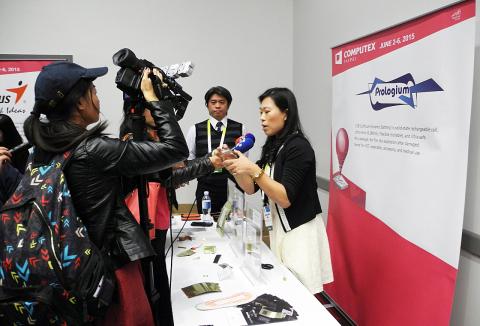 """厂商在""""Taiwan in Focus国际记者会""""上接受媒体采访。(照片:美国商业资讯)"""