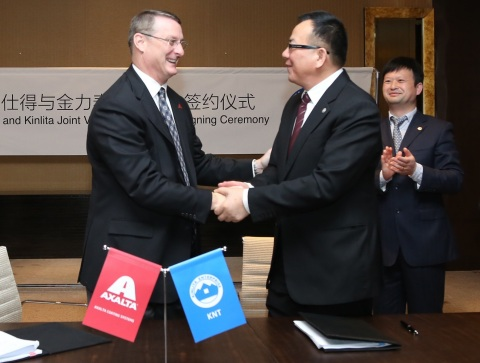 Axalta's Industrial Coatings President Michael Cash and Kinlita Chairman Wu Guozheng shake hands after signing joint venture agreement. (Photo: Business Wire)