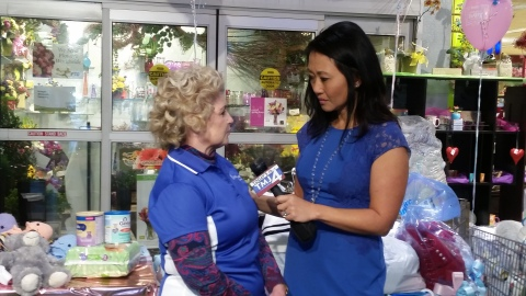Dr. Donna Davidoff of UnitedHealthcare Community Plan of Wisconsin and Susan Kim, reporter for TODAY'S TMJ4 discuss the importance of nutrition and health for prenatal wellness. (Photo: Business Wire)
