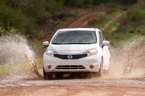 """Nissan challenges Chicago's dirtiest slush with """"World's Cleanest Car"""" (Photo: Business Wire)"""