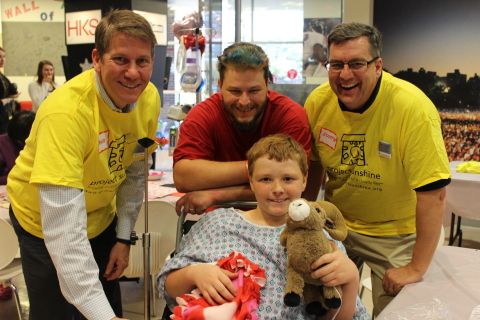 Volunteers from UnitedHealth Group brought a HeARTS-themed party to the patients and families at Children's Healthcare of Atlanta. David Sturkey, vice president, UnitedHealthcare Key Accounts, South Atlantic, and Garland Scott, CEO, UnitedHealthcare - South Atlantic with a young patient at today's Project Sunshine party (Photo courtesy of Project Sunshine).