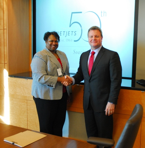 FAA Deputy Administrator for NextGen Pamela Whitley and NetJets Global Chief Operating Office and President of NetJets Aviation Bill Noe shake hands after signing new five year agreement for development and implementation of NextGen projects. (Photo: Business Wire)