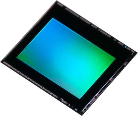 "Toshiba: new 8-megapixel BSI CMOS image sensor ""T4KA3"" for smartphones and tablets. (Photo: Business ..."