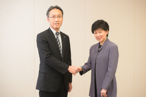 (From left) - Satoshi Takeyasu, Panasonic Corporation Executive Officer in charge of Groupwide Brand Communications Division, and Ms. Izumi Nakamitsu, Assistant Secretary-General, Assistant Administrator and Director of the Crisis Response Unit at UNDP (Photo: Business Wire)
