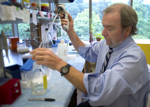 Dr. Peter Davies in his lab. (Photo: Business Wire)