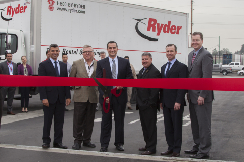 From left to right: Ryder VP of Sales, Alex Madrinkian, Santa Fe Springs City Manager, Thaddeus McCormack, Ryder Senior Vice President and Chief of Operations, Tom Havens, Santa Fe Springs City Councilmember, Jay Sarno, Ryder VP of Operations, Bryce B. Kinsley, and Ryder VP of Supply Management and Global Fuel Products, Scott Perry. (Photo: Business Wire)