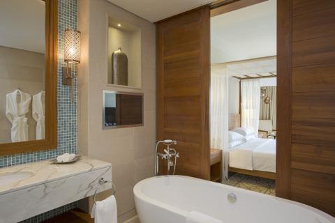 Park Hyatt Deluxe King bathroom at Park Hyatt Zanzibar (Photo: Business Wire)