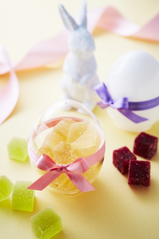 """Celebrating the arrival of spring, """"Food Boutique Poppins"""" offers various jellies contained in an egg shaped package as take out desserts. (Photo: Business Wire)"""
