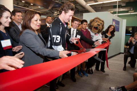 LA Kings player Tyler Toffoli helps cut the ribbon for the grand opening of the LA Kings Science of Hockey exhibit at Discovery Cube Los Angeles on March 19, 2015. (Photo: Discovery Cube Los Angeles)