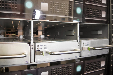 使用松下18650型圆柱形锂离子电池的备用电池单元(照片:美国商业资讯)