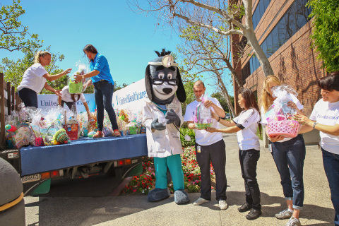 UnitedHealthcare employees and UnitedHealthcare mascot Dr. Health E. Hound prepared more than 700 Ea