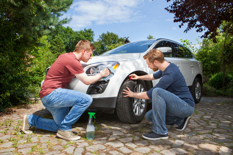 Spring break ! Now it is time to look after your car and check your tyres. Photo: Delticom AG, Hanov ...