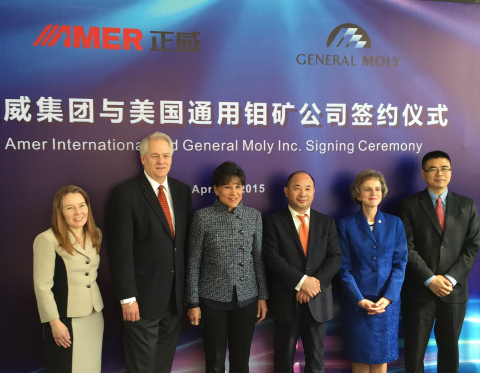Signing Ceremony: General Moly Announces Strategic Partnership with AMER International Group, April 17, 2015, Guangzhou, China From L to R – Translator, Bruce Hansen, Chief Executive Officer of General Moly, Penny Pritzker, U.S. Secretary of Commerce, Wang Wenyin, Chairman of AMER International Group, Jennifer Zimdahl Galt, U.S. Consul General in Guangzhou, China, Tong Zhang, Group Vice President, AMER International Group (Photo: Business Wire)
