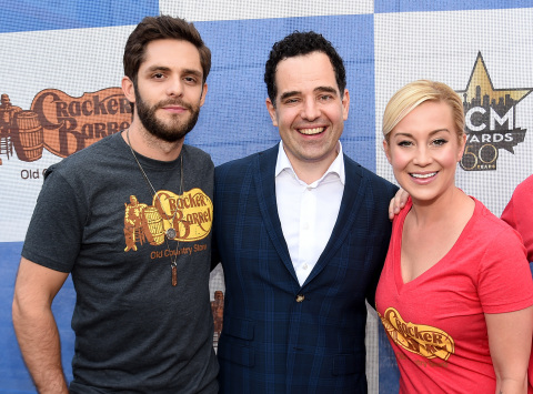 Chris Ciavarra, SVP of Marketing for Cracker Barrel, with Country Checkers Challenge Captains Thomas Rhett and Kellie Pickler (Photo: Business Wire)