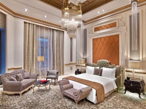 Starwood Hotels & Resorts - St. Regis Moscow Nikolskaya - Royal Suite Bedroom (Photo: Business Wire)