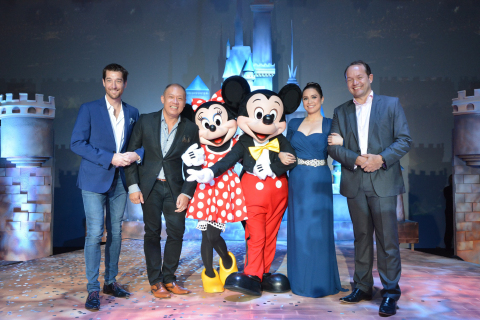 The no. 1 mobile brand in the country Globe Telecom is now officially the proud partner of Disney Family Entertainment with brands including Pixar, Star Wars, Marvel and global leader in short-form video, Maker Studios. Celebrating the partnership are (L-R) Globe Senior Advisor for Consumer Business Dan Horan, Globe President and CEO Ernest Cu, Disney's Minnie Mouse and Mickey Mouse, special guest and Disney legend Lea Salonga, and Managing Director, The Walt Disney Company Southeast Asia, Rob Gilby. (Photo: Business Wire)