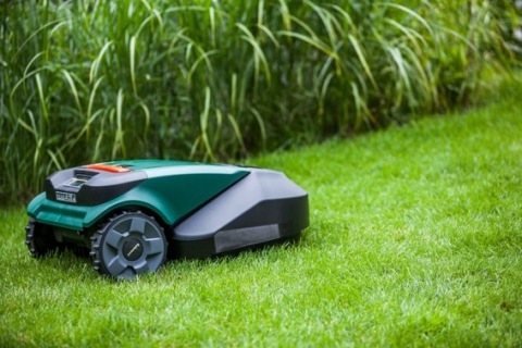 Robomow's RS622 can cut lawns up to a half-acre (Photo: Business Wire)