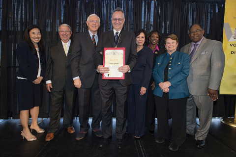"""Mark Garscia receiving the """"Volunteer of the Year"""" Award (Photo: Business Wire)"""