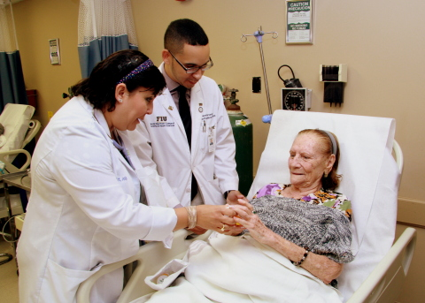 Nurse Practitioner Raquel Joubert and Noel Hernandez, FIU graduate nursing student, treat Lilia Fabre, 93, a patient at the CAC Florida Medical Center in Little Havana. Humana's partnership with FIU is allowing students like Hernandez to gain clinical hours at its Florida-based medical centers. (Photo: Business Wire)