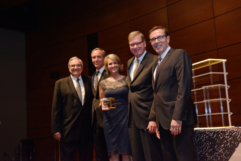 (L-R) UCI's Former Dean Andy Policano, Schwab's Brad Losson, Shawnette Gauer, Bernie Clark, and UCI's Dean Eric Spangenberg (Photo: Business Wire)