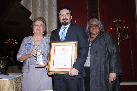 2015 Shell Science Teaching Award winner Jose Rivas receiving his award at the NSTA National Conference on Science Education in Chicago. Also pictured (from left to right): NSTA President Juliana Texley and Karen Labat, Shell's Social Investments Manager, Education. (Photo: Business Wire)