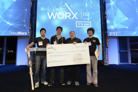 Apple co-founder Steve Wozniak congratulates IoT hackathon winners. (Photo: Business Wire).