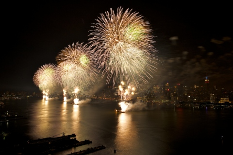 Macy's 4th of July Fireworks, the nation's largest Independence Day display, returns to the East River for another spectacular celebration. (Photo: Business Wire)