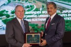 Michael Bloomberg, C40 Board President, presents a Plaque to Anand Mahindra, Chairman, Mahindra Group, on the occasion of Mahindra World City Jaipur becoming the first project in Asia to achieve Stage 2 Climate Positive Development certification from C40 Cities Climate Leadership Group (Photo: Business Wire)