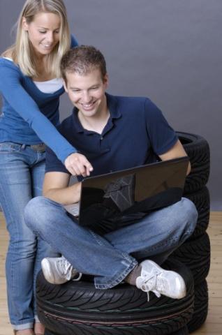Pneu achat sur Internet devient de plus en plus attrayante des conducteurs. convaincront les nombreu ...