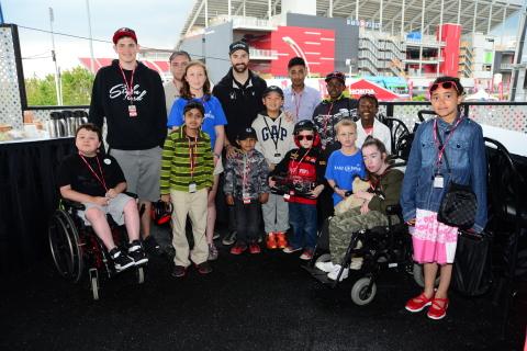 En tant qu'ambassadeur et partenaire de Honda Canada, le pilote de Verizon IndyCar James Hinchcliffe ...