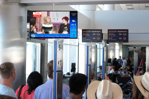Travelers at Denver International Airport enjoy the latest entertainment on Clear Channel Airports' ClearVision TV. (Photo: Business Wire)