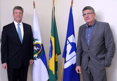 Jaime Wallwitz Cardoso (RIGHT), president, Nuclebras Equipamentos Pesados S.A. (NUCLEP) joins Graham Cable (LEFT), vice president, Westinghouse Electric Company to sign a Memorandum of Understanding that would further strengthen Brazil's energy sector. (Photo: Business Wire)