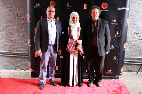 ザ・テインティッド・ヴェールの共同監督陣(左から右)マゼン・アル・ハイラート、ナーラ・アル・ファハド、オビディオ・サラザール(写真:ビジネスワイヤ)