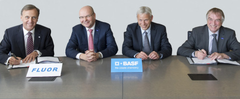 Fluor COO Peter Oosterveer signs global agreement with BASF executives. (Photo: Business Wire)