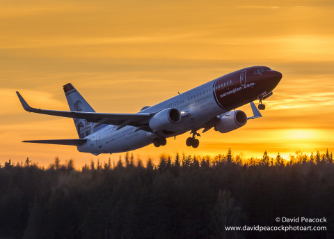 Norwegian Air's 737-800 departing at sunset (Photo: Business Wire)