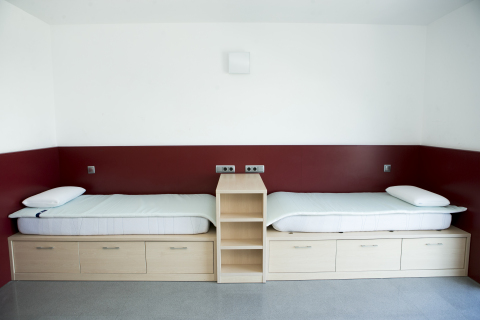 Furnished with airweave bedding topper and pillow (Photo: Business Wire)