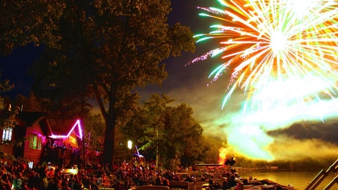 Hayward Famous Dave's July 3rd Fireworks Bash over Round Lake (Photo: Famous Dave's)